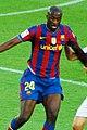 Yaya Toure protegiendo el balon (cropped).jpg