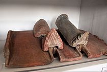 "Zvartnots Cathedral roof tiles' fragments in ""Zvartnots"" Historical Museum 01.jpg"