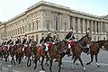 """""""De retour du Congrès"""" (La Garde Républicaine devant le Palais du Louvre).jpg"""
