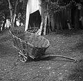 """""""Kara, tudi """"šatrga"""" (pleten dvokolesni voziček) - pri """"ta Zadn?h"""", Podkraj 1960.jpg"""