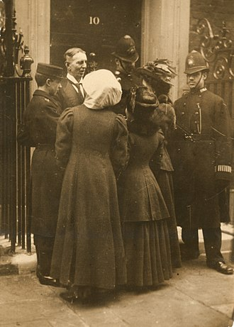 Georgiana Solomon - Daisy Solomon and Elspeth McClellan outside 10 Downing Street in 1909, trying to have themselves delivered as letters