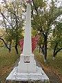 Братское кладбище (2 могилы) борцов, павших за советскую власть сзади памятника.jpg