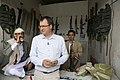 В. П. Фефилов на нелегальном оружейном базаре в Северном Йемене. 2012 год.jpg