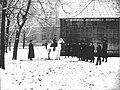 ИАХ. Батальная мастерская. Профессор Н. С. Самокиш (первый слева в группе стоящих) (1913).jpg