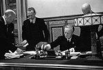 Риббентроп подписывает договор о дружбе и границе с СССР.jpg