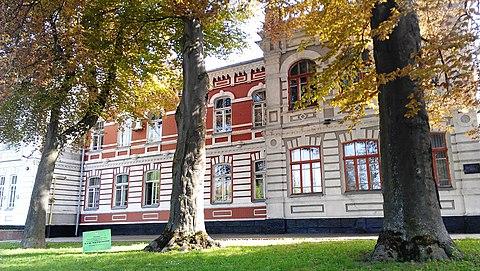 Старобульварна (нині — нині Гагаріна) на задньому плані Хмельницька міська  рада ab9ab1b9fd22a