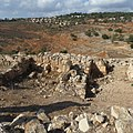 חומת סוגרים ביודפת העתיקה מול יודפת החדשה.JPG