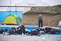 خستگی مردم (زائرین) در پیاده روی اربعین- مرز مهران- ایران 17.jpg