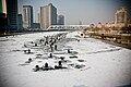 天津冬季的海河冰上垂钓.jpg
