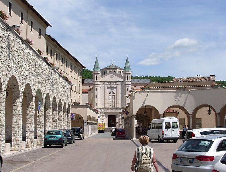 Roteiro por cidades de santos na Itália