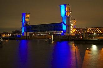 Delta Works - Image: 1 Stormvloedkering Hollandse I Jssel Algerabrug DSC 0179
