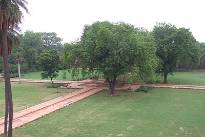103-Humayun-Tomb-gardens.JPG