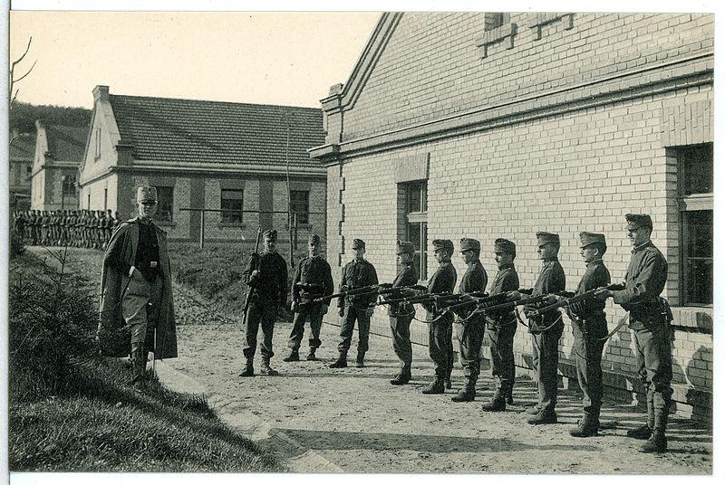File:12418-Milowitz-1911-Militärlager-Brück & Sohn Kunstverlag.jpg