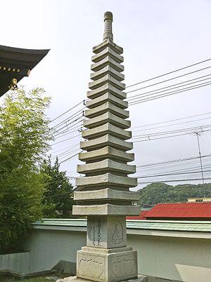 Japanese pagoda - A rare 16-story stone pagoda at Chōshō-ji in Kamakura