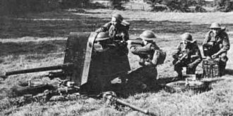 Ordnance QF 2-pounder - 2 pounder in action with British troops. Note unfolded legs.