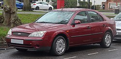 2001 Ford Mondeo LX 1.8 Front.jpg
