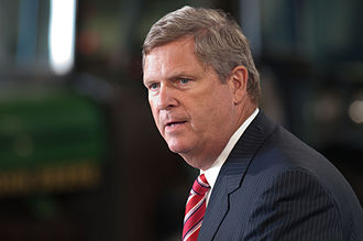 Tom Vilsack - Vilsack introducing President Barack Obama at the Northeast Iowa Community College, for a White House Rural Economic Forum on August 16, 2011.