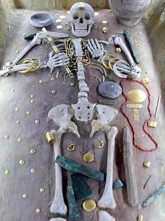 Varna culture - Elite burial at the Varna necropolis (reconstruction)