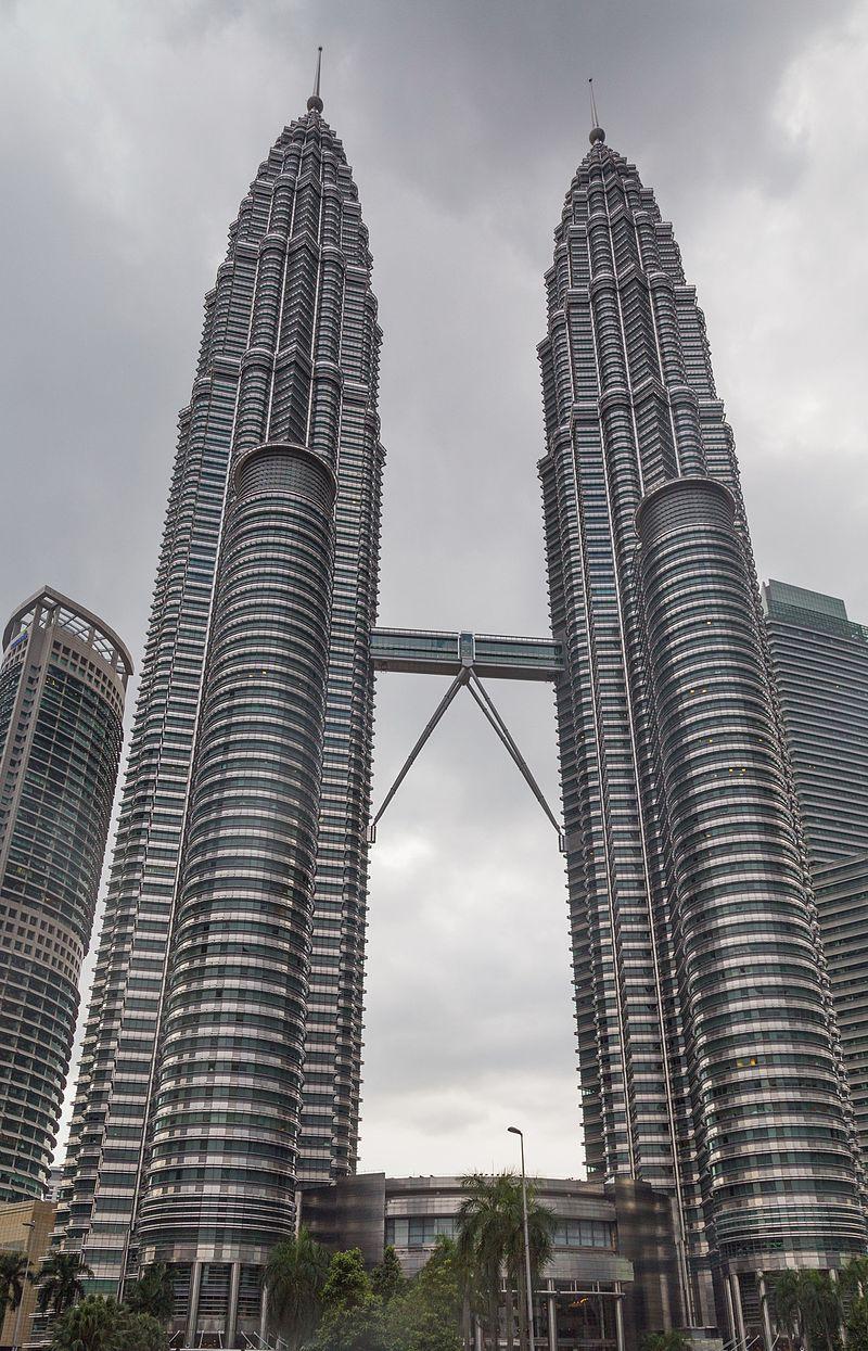 2016 Kuala Lumpur, Petronas Towers (09).jpg