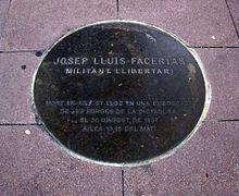 Placa conmemorativa en el Pla de les Mares de la Plaza de Mayo