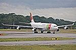 A340-300 TAP SBGR (34390958641).jpg