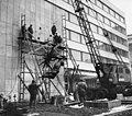 A Magyar Rádió Pollack Mihály téri székháza. Somogyi József szobrászművész bronz reliefjének felhelyezése (1969). Fortepan 56242.jpg