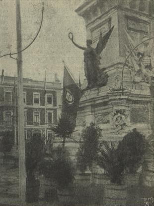 A nova bandeira hasteada no Monumento aos Restauradores - O Occidente (10Dez1910)