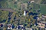A závodi katolikus templom a levegőből.jpg