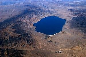 ... ( 英語版 ) とウォーカー湖
