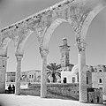 Al Haram esh-Sharif - Tempelberg. Een van de portalen van het platform van de Ro, Bestanddeelnr 255-5409.jpg