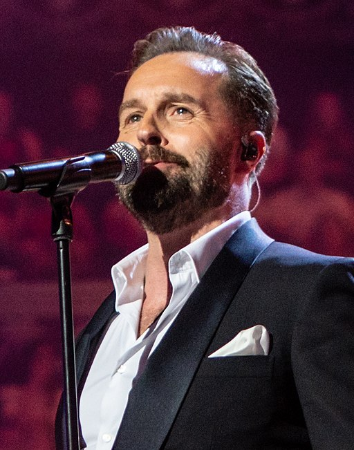 Alfie Boe (The Queen's Birthday Party) (cropped 3)