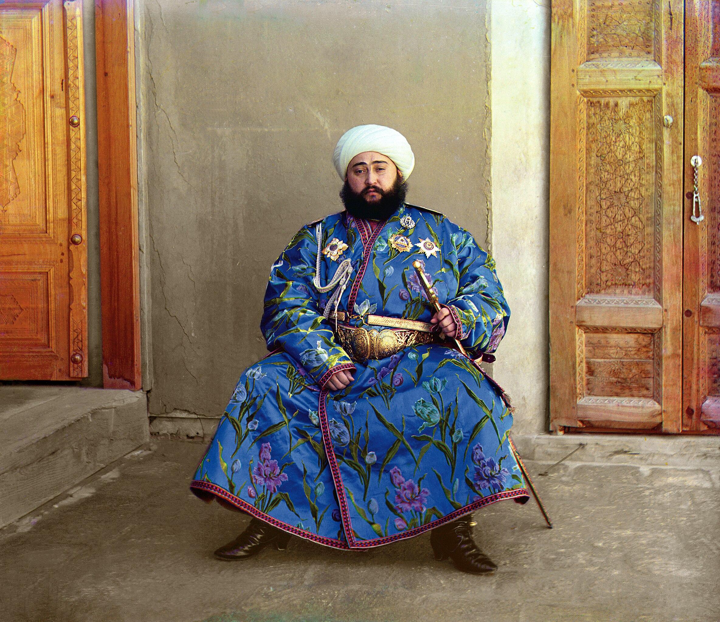 2369px-Alim_Khan_%281880%E2%80%931944%29%2C_Emir_of_Bukhara%2C_photographed_by_S.M._Prokudin-Gorskiy_in_1911.jpg