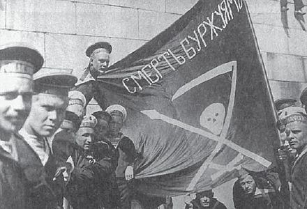 "Sailors of the Petropavlovsk in Helsinki, before the Finnish Civil War (Summer 1917); Flag calls for ""death to the bourgeoisie""."
