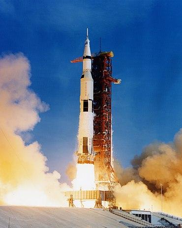 Apollo 11 Saturn V lifting off on July 16, 1969.jpg
