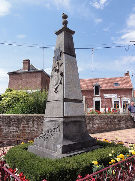 Artres (Nord,Fr) monument aux morts