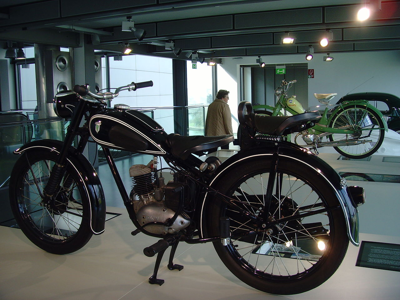 file autostadt wolfsburg motorrad ikonen dkw rt 125. Black Bedroom Furniture Sets. Home Design Ideas