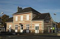 Bâtiment voyageurs de la gare de Chalonnes par Cramos.jpg