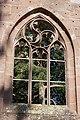 Bad Herrenalb - Klosterkirche - Blick durch gotisches Fenster auf Wunderkiefer 2.jpg