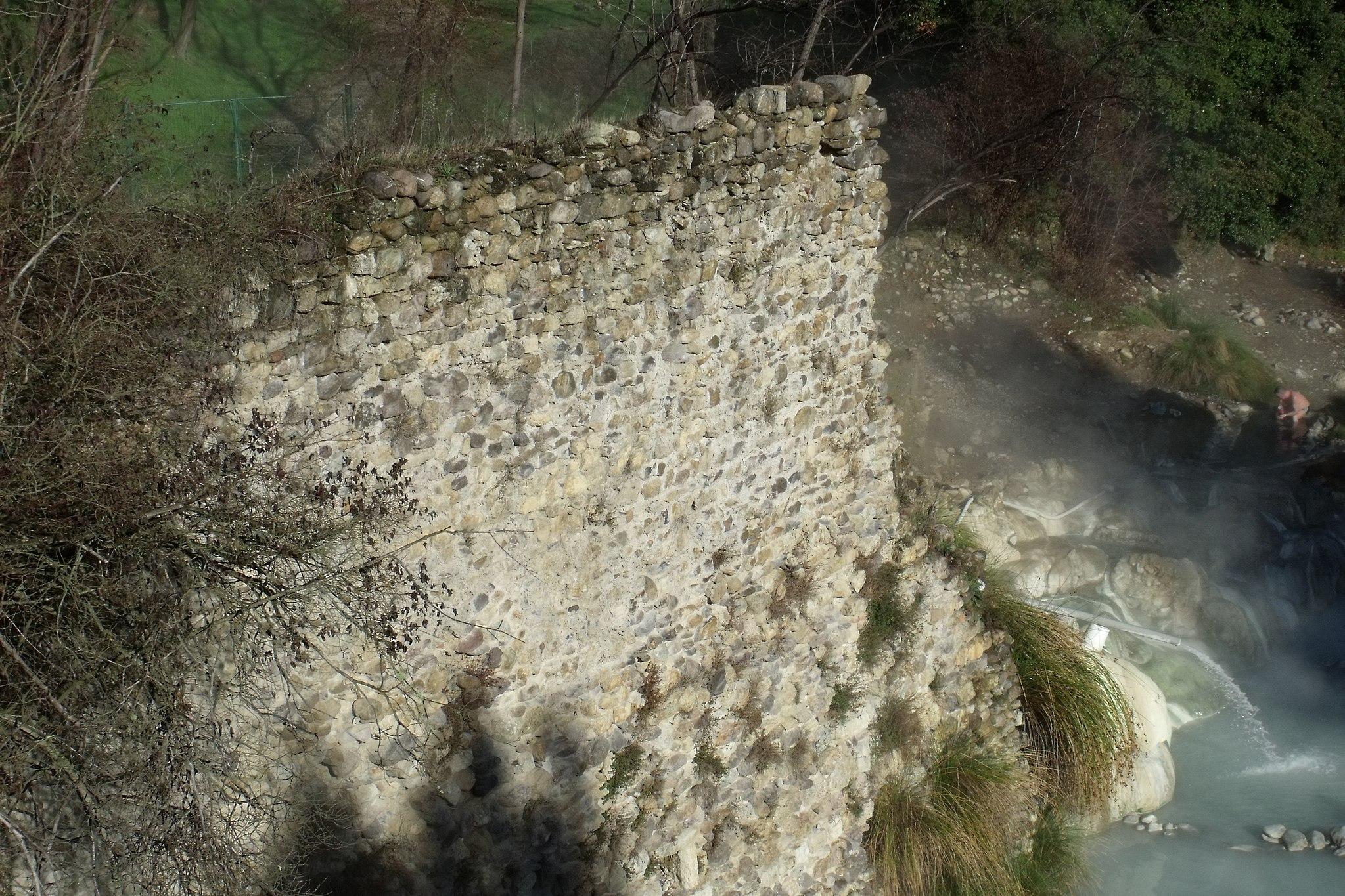 City wall ruins of Bagni di Petriolo, Monticiano