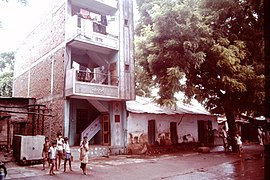 Baroda-India-slums-1979-IHS-89-14-Street.jpeg
