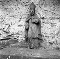 Betegarjevi s Tater, po pripovedovanju gospodarja je kip pred 50 - 60 leti našel na podstrešju rjavške cerkvice in ga prinesel domov in zanj uredil na štali (hlevu) kapelico 1955.jpg