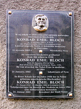 Plaque voor Konrad Emil Bloch in Nysa