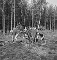 Bosbewerking, arbeiders, gereedschappen, bakjes, grondboren, Bestanddeelnr 253-5583.jpg