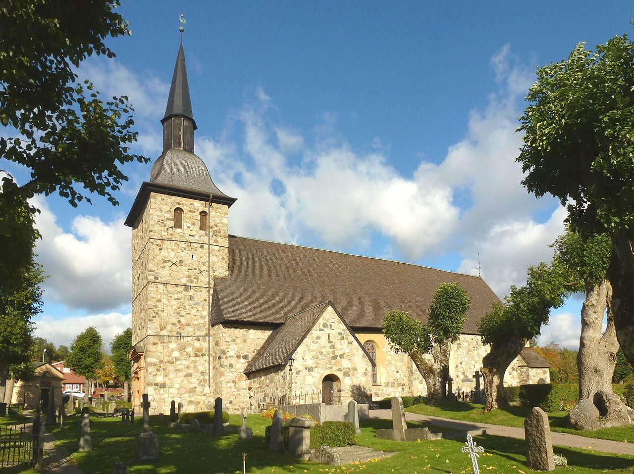 Botkyrka kyrka i oktober 2012.