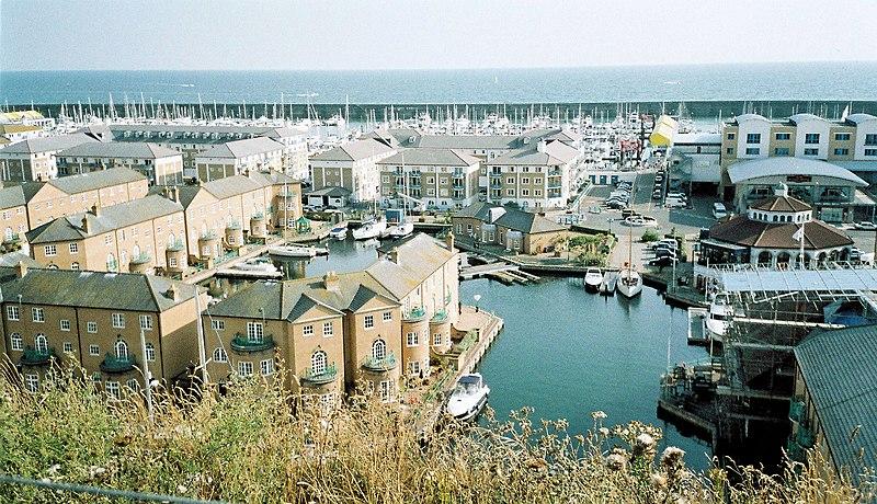 File:Brighton Marina, Sussex, UK.jpg - Wikimedia Commons