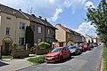 Brno-Židenice - domy na západní straně Vojanovy ulice.jpg