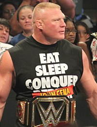 Brock Lesnar mit der WWE World Championship.