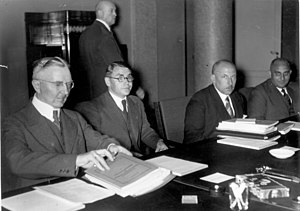 Karl Blessing - The German representative in the Transfer Commission, 1934, from left: Hjalmar Schacht, Blessing, Emil Puhl , von Wedel