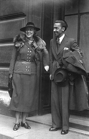 Germaine Lubin - Germaine Lubin and Herbert von Karajan, 17 May 1941 at the stage door of the Paris Opéra