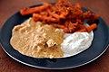 Butter chicken, raita og gulerødder med sennepsfrø (5539377997).jpg